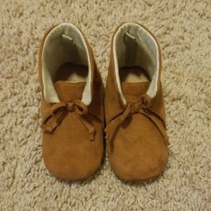 Infant Old Navy booties